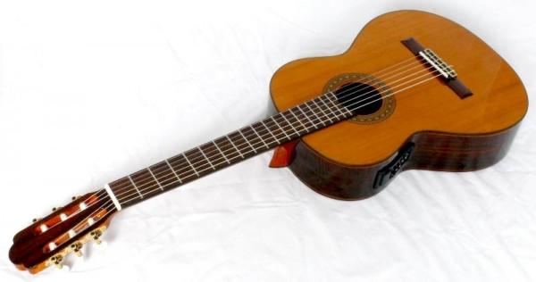 UNIWELL Konzertgitarre CCS-600EQ